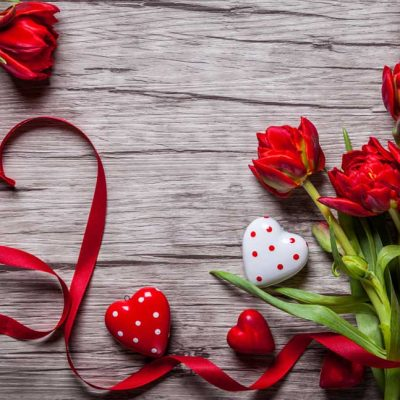 flowers-on-wood-valentine-backdrop
