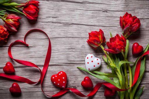 flowers-on-wood-valentine-backdrop